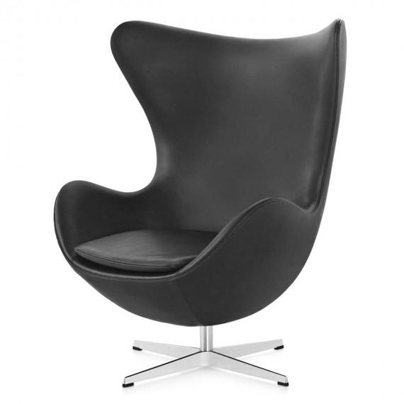 Replika skórzanego fotela jajecznego autorstwa projektanta Arne Jacobsen