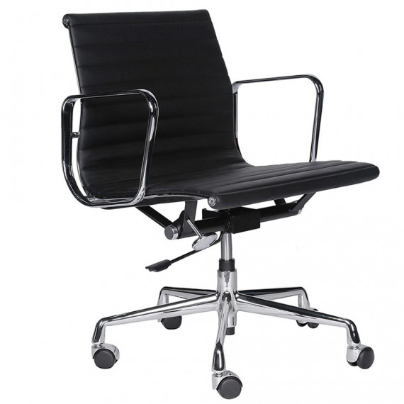 Replika hliníkové kancelářské židle EA117 od společnosti Charles & Ray Eames .