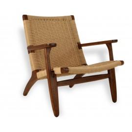 Replica van de Nordic Lounge CH25 fauteuil in walnoothout