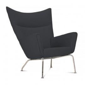 Replika krzesła Wing autorstwa projektanta Hans J. Wegner
