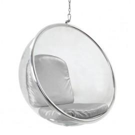 Replika krzesła wiszącego Bubble Chair autorstwa Eero Aarnio