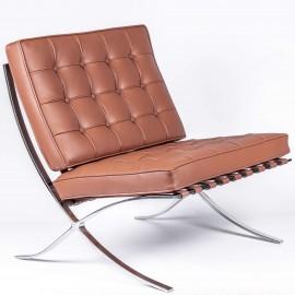 Inspirace barcelonské židle v koňakové kůži.
