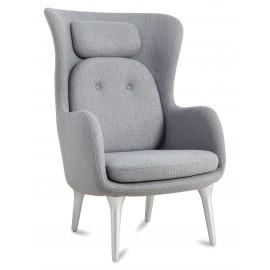 Replika fotela Ro Back z kaszmiru autorstwa projektanta Jaime Hayón
