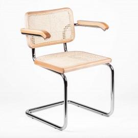 Cesca-tuolin kopio käsinojilla, suunnittelija Marcel Breuer
