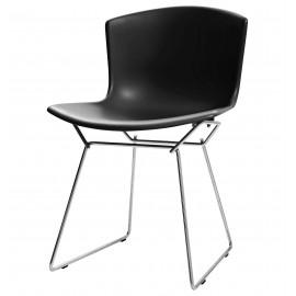Inspiration Bertoia -tuoli, jossa muovinen istuin ja teräsjalat