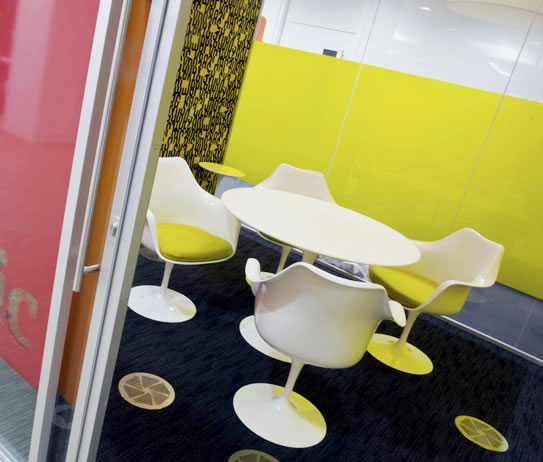 Tulip-Strato-Tisch-hotel-icon-mobel
